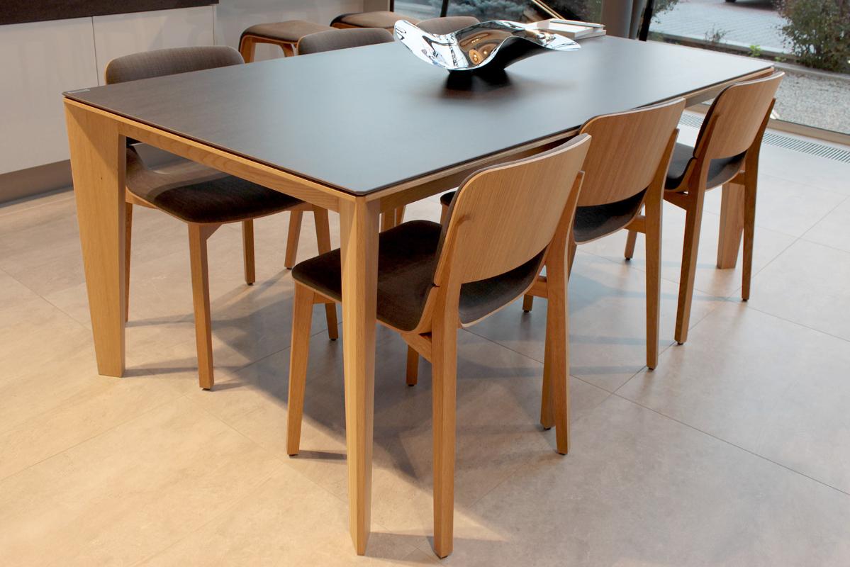 dubovy-stol-perit-s-keramikou-doskou.JPG